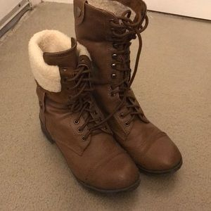 Shoes - sherpa lined brown boots